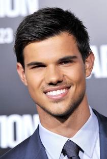 Taylor Lautner - Poster / Capa / Cartaz - Oficial 2
