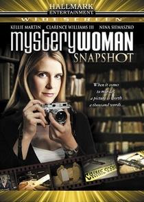 Uma Mulher Misteriosa: A Lente da Verdade - Poster / Capa / Cartaz - Oficial 1