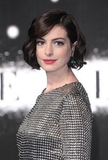 Anne Hathaway - Poster / Capa / Cartaz - Oficial 1