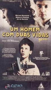 Um Homem Com Duas Vidas - Poster / Capa / Cartaz - Oficial 2