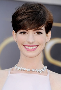 Anne Hathaway - Poster / Capa / Cartaz - Oficial 5
