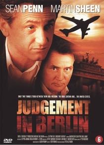 Julgamento em Berlim - Poster / Capa / Cartaz - Oficial 1