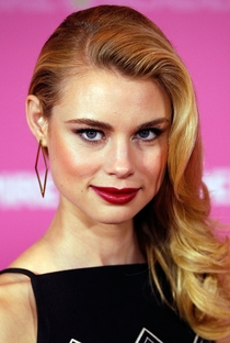 Lucy Fry - Poster / Capa / Cartaz - Oficial 5
