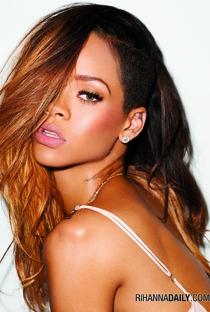 Rihanna - Poster / Capa / Cartaz - Oficial 6