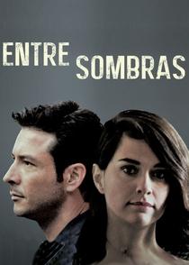 Entre Sombras - Poster / Capa / Cartaz - Oficial 1