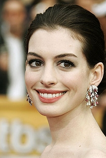 Anne Hathaway - Poster / Capa / Cartaz - Oficial 6