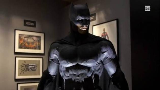 Batman vs Superman: vídeo revela detalhes do Batmóvel e os uniformes do Batman, Superman e Mulher-Maravilha