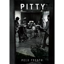 Pitty - Pela Fresta - Poster / Capa / Cartaz - Oficial 1