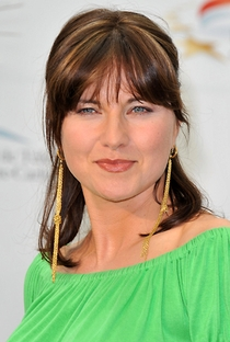 Lucy Lawless - Poster / Capa / Cartaz - Oficial 5