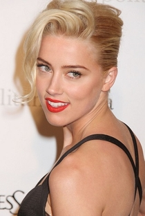 Amber Heard - Poster / Capa / Cartaz - Oficial 1