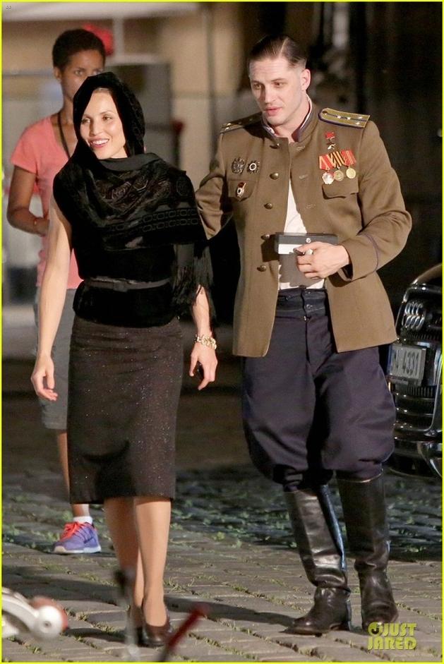 """Tom Hardy e Noomi Rapace aparecem em imagens do set de """"Child 44"""""""