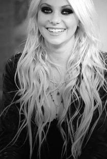 Taylor Momsen - Poster / Capa / Cartaz - Oficial 3