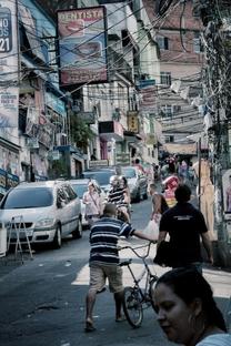 Tem Gringo no Morro - Poster / Capa / Cartaz - Oficial 2