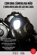 Com uma câmera na mão e uma máscara de gás na cara (2013) (Com uma câmera na mão e uma máscara de gás na cara)
