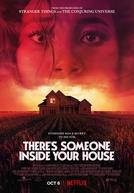 Tem Alguém na sua Casa (There's Someone Inside Your House)