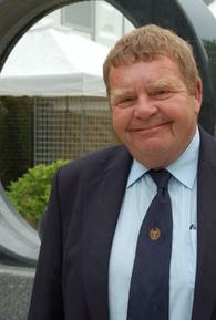 Geoffrey Hughes (I)