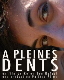Cheia de Dentes - Poster / Capa / Cartaz - Oficial 1