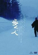 Homem Andando na Neve