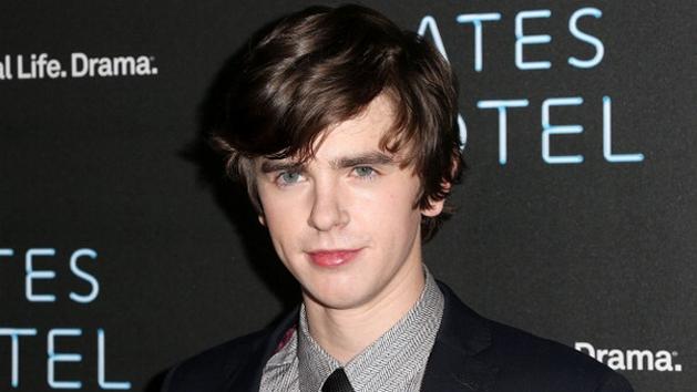 "Freddie Highmore, protagonista de ""Bates Motel"", virá ao Brasil divulgar a série"