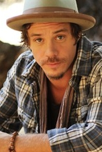 Michael Raymond-James - Poster / Capa / Cartaz - Oficial 7
