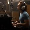 Confira novas imagens de Taron Egerton como Elton John