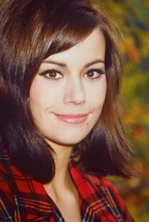 Claudine Auger - Poster / Capa / Cartaz - Oficial 3