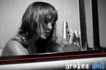 Broken Doll - Poster / Capa / Cartaz - Oficial 3