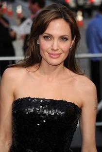 Angelina Jolie - Poster / Capa / Cartaz - Oficial 13