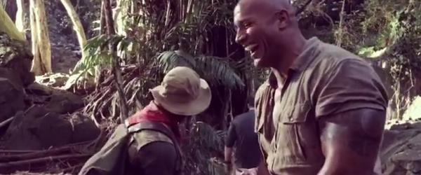 Jumanji 2   Dwayne Johnson assusta Kevin Hart em novo vídeo do set