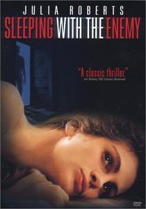 Dormindo Com o Inimigo - Poster / Capa / Cartaz - Oficial 1