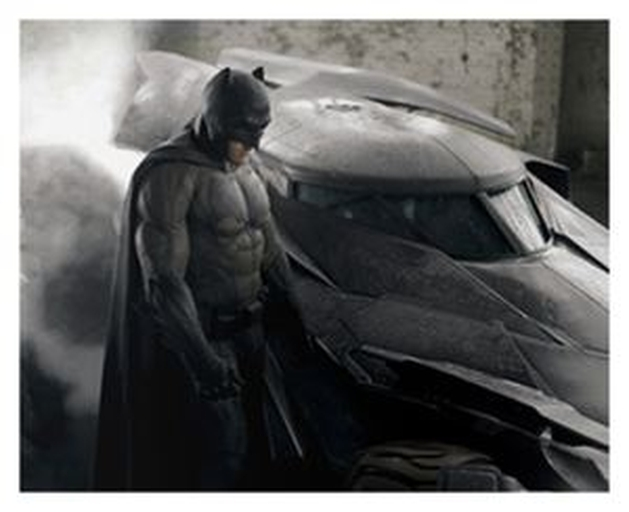 [CINEMA] BATMAN V. SUPERMAN: Primeira imagem oficial revela as cores do bat-uniforme