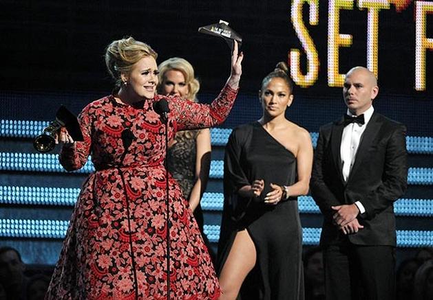 Adele fará trilha do próximo filme de James Bond