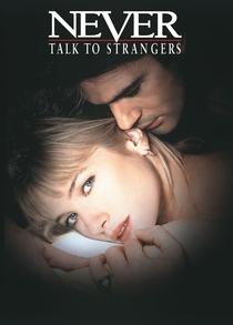 Nunca Fale Com Estranhos - Poster / Capa / Cartaz - Oficial 7
