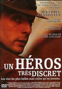 Um Herói Muito Discreto - Poster / Capa / Cartaz - Oficial 1