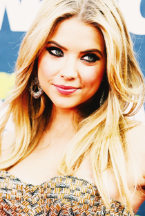 Ashley Benson - Poster / Capa / Cartaz - Oficial 6