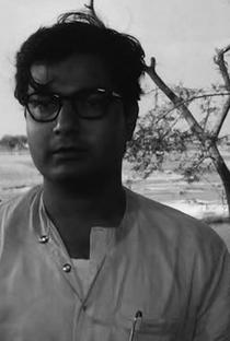 Swapan Mukherjee - Poster / Capa / Cartaz - Oficial 1