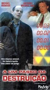 A Um Passo da Destruição - Poster / Capa / Cartaz - Oficial 1
