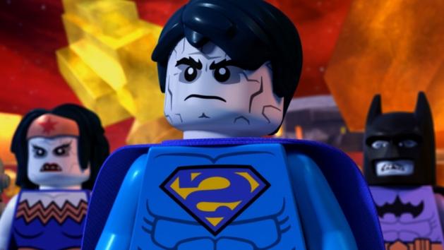 Liga da Justiça: Versão LEGO dos heróis da DC enfrenta a Liga Bizarra no 1º trailer da animação