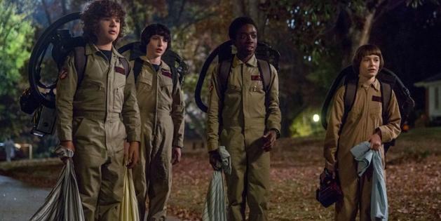 Elenco de Stranger Things se fantasia para comemorar o Halloween