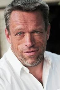 Brian Thompson (I)