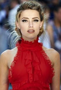 Amber Heard - Poster / Capa / Cartaz - Oficial 6