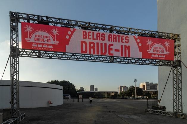 Com ingressos esgotados no drive-in, Belas Artes abre programação de agosto