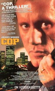 Um Policial Acima da Lei - Poster / Capa / Cartaz - Oficial 3