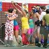 """Bastidores do filme """"Free Hugs"""" com Olivia Wilde"""