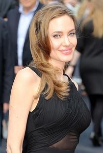 Angelina Jolie - Poster / Capa / Cartaz - Oficial 18