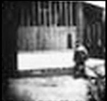 Man Walking Around the Corner - Poster / Capa / Cartaz - Oficial 3