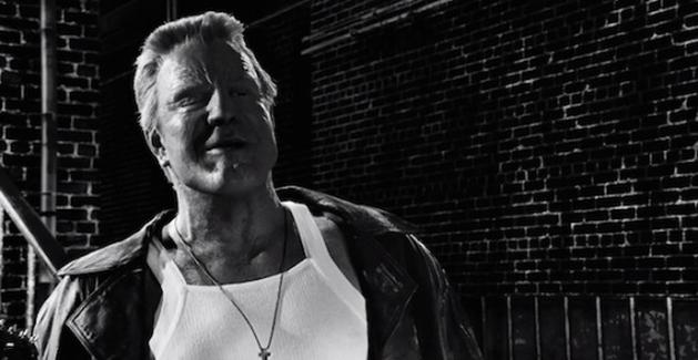 """Marv mata """"geral"""" em dois novos clipes de Sin City: A Dama Fatal"""