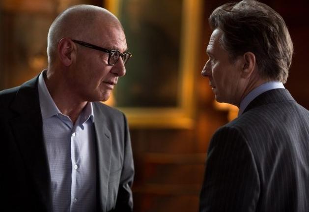 Assista o trailer do suspense PARANOIA, com Liam Hemsworth, Gary Oldman e Harrison Ford |