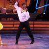 """Alfonso Ribeiro faz a """"Dança do Carlton"""" em competição"""