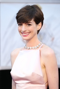 Anne Hathaway - Poster / Capa / Cartaz - Oficial 8